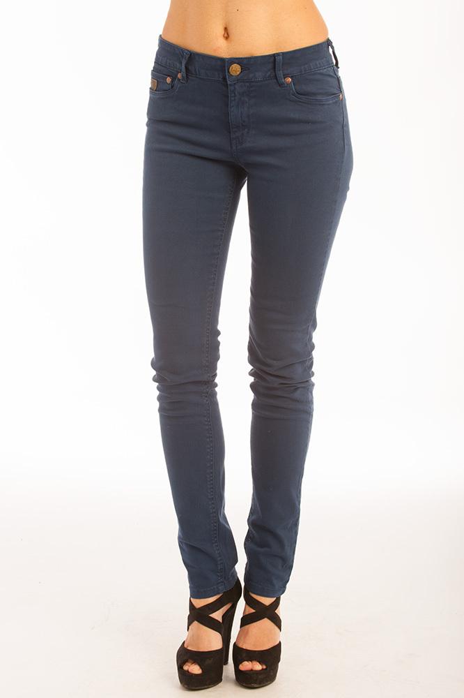 Descubre las últimas tendencias en pantalones de mujer. Pantalones de vestir, pitillo, palazzo, baggy, chinos o leggings. Envío y devoluciones gratis.
